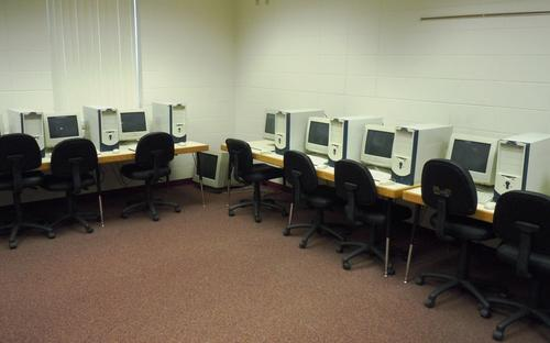 facilities_computer_room.jpg